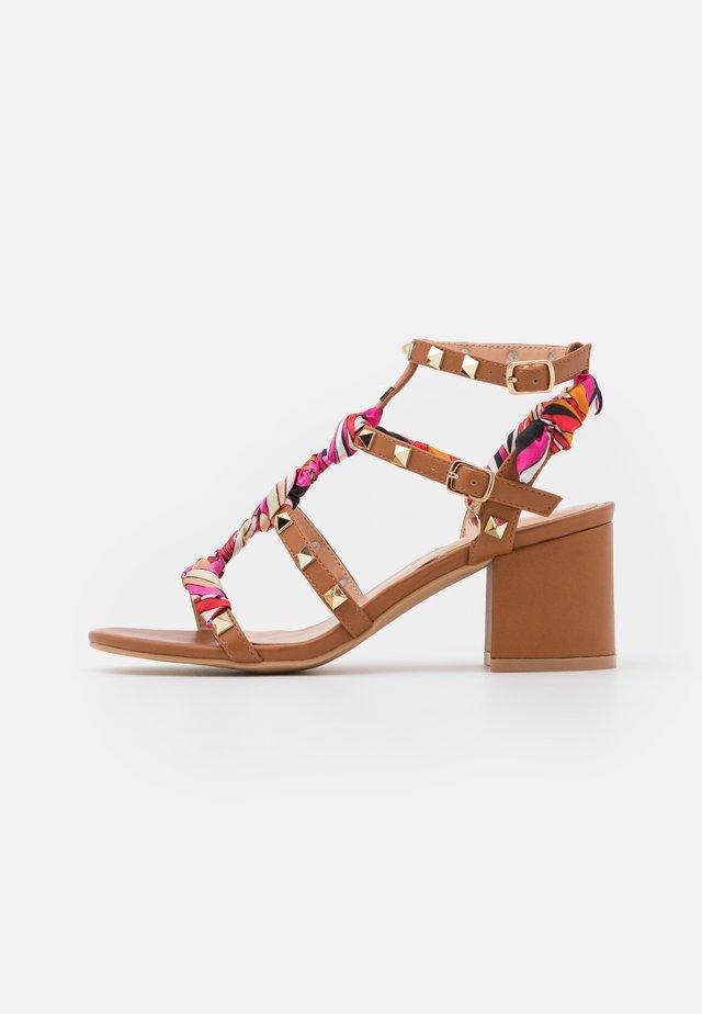 Sandals - soft marrone