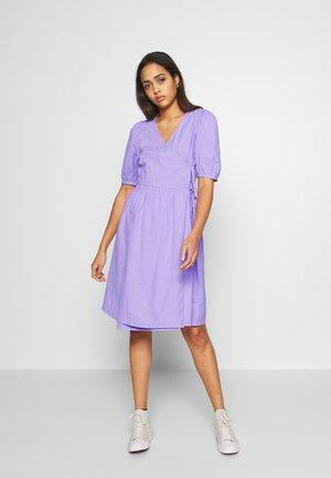 YOANA DRESS - Hverdagskjoler - lilac