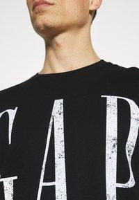 GAP - LOGO DISTRESS - Print T-shirt - true black - 6