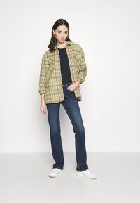 Tommy Jeans - MADDIE BOOTCUT  - Bootcut jeans - hanna dark blue comfort - 1