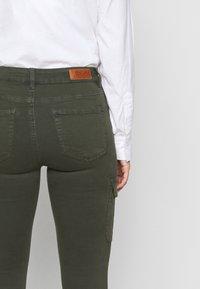 ONLY Petite - ONLMISSOURI LIFE  - Pantaloni cargo - rosin - 3