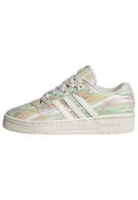 adidas Originals - RIVALRY - Trainers - chalk white chalk white frozen green - 10