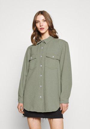 OVERSIZE SHIRT - Skjorte - green