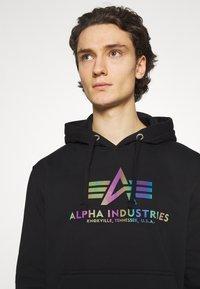 Alpha Industries - BASIC HOODY RAINBOW PRINT - Huppari - black - 3
