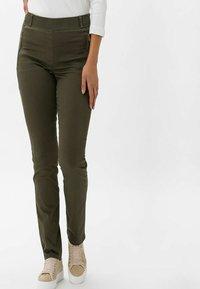 BRAX - STYLE LAVINA ZIP - Trousers - olive - 0