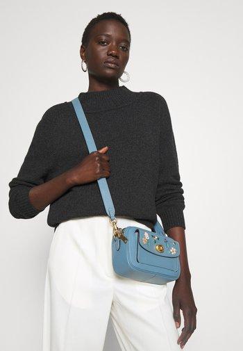 FLORAL WILLOW CAMERA BAG ADJUSTABLE - Across body bag - azure
