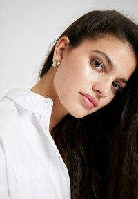 Pilgrim - EARRINGS WATER - Earrings - gold-coloured - 1