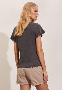 Odd Molly - CAMELLIA - Basic T-shirt - asphalt - 1