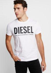 Diesel - T-DIEGO-LOGO T-SHIRT - Printtipaita - white - 0