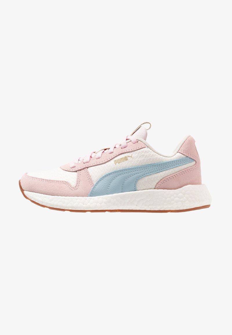 Puma - NRGY NEO RETRO SWEET - Neutrální běžecké boty - whisper white/barely pink/light sky