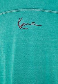 Karl Kani - SMALL SIGNATURE WASHED TEE UNISEX  - Print T-shirt - turquoise - 6