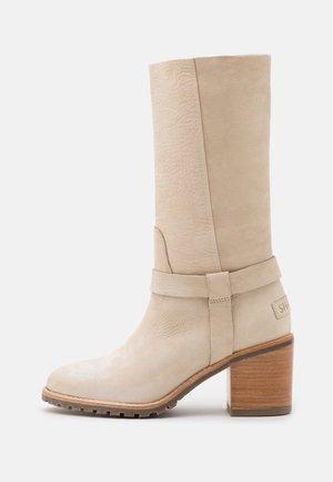 Vysoká obuv - beige