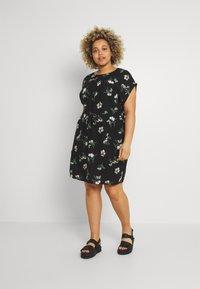 Vero Moda Curve - VMSIMPLY EASY TIE SHORT DRESS - Denní šaty - black/ann - 0
