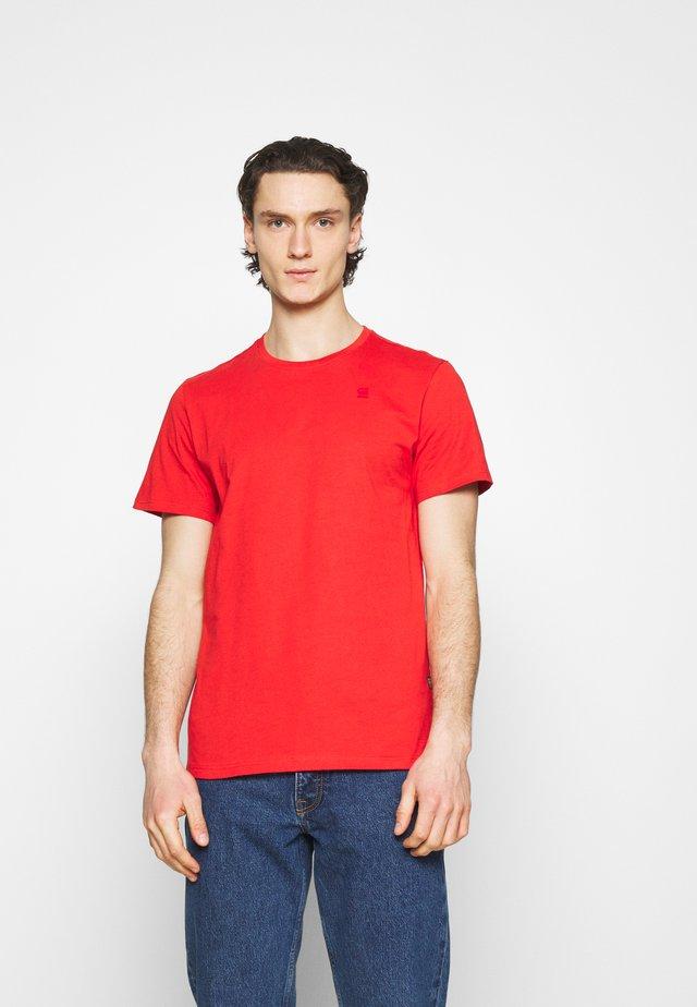 Basic T-shirt - compact jersey o - dark candy