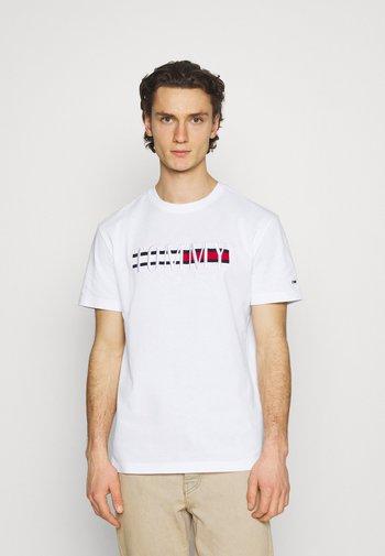 TIMELESS TEE UNISEX - T-shirt med print - white