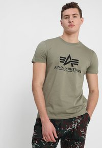 Alpha Industries - BASIC - Camiseta estampada - olive - 0