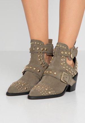 SYBIL - Ankle boots - khaki