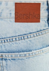 Bershka - MIT RISSEN  - Jeansy Relaxed Fit - light blue - 5
