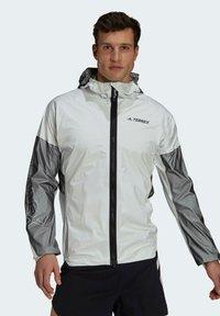 adidas Performance - TERREX AGRAVIC PRO TRAIL - Chaqueta de entrenamiento - white - 0