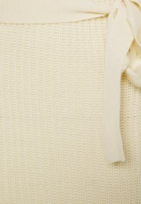 Missguided - HIGH NECK BELTED MAXI DRESS - Robe pull - cream - 0