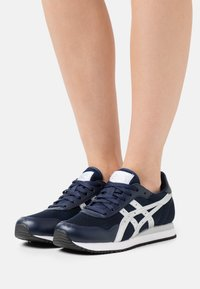 ASICS SportStyle - TIGER RUNNER - Trainers - midnight/pure silver - 0