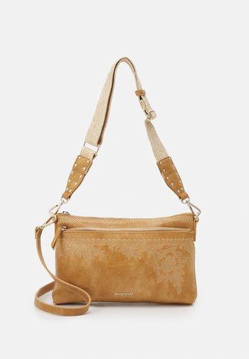 BOLS LYRICS DURBAN ONE POCKET - Handbag - camel