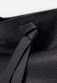 Coccinelle - JOY - Tote bag - noir - 5