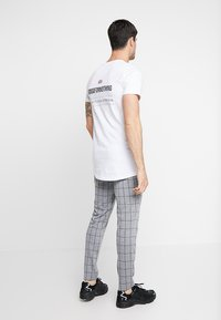 Only & Sons - ONSCARL CHECK - Trousers - light grey melange - 2