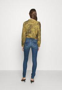 ONLY - ONLCARMEN LIFE  - Jeans Skinny Fit - medium blue denim - 2