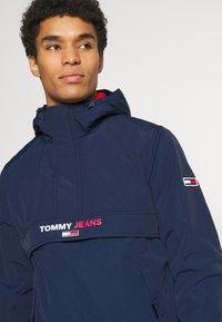 Tommy Jeans - SOLID POPOVER JACKET UNISEX - Windbreaker - twilight navy - 3