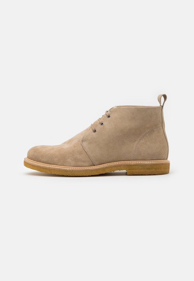 CAST CHUKKA - Chaussures à lacets - camel