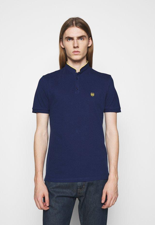 Basic T-shirt - officer navy/dandelion yellow