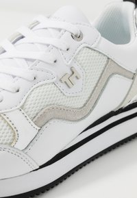 Tommy Hilfiger - FEMININE ACTIVE CITY  - Trainers - white/silver - 2