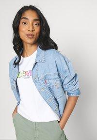 Levi's® - THE PERFECT TEE - Print T-shirt - rainbow/white - 3