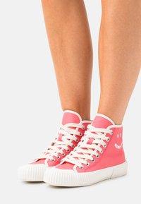 Paul Smith - WOMENS SHOE KIBBY BUBBLEGUM - Sneakers hoog - raspberry - 0