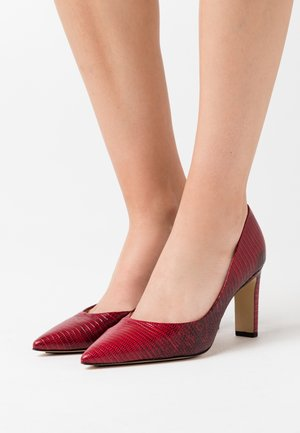 Zapatos altos - lizzard cherry
