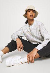 Nike Sportswear - TREND CREW - Sweatshirt - white - 3