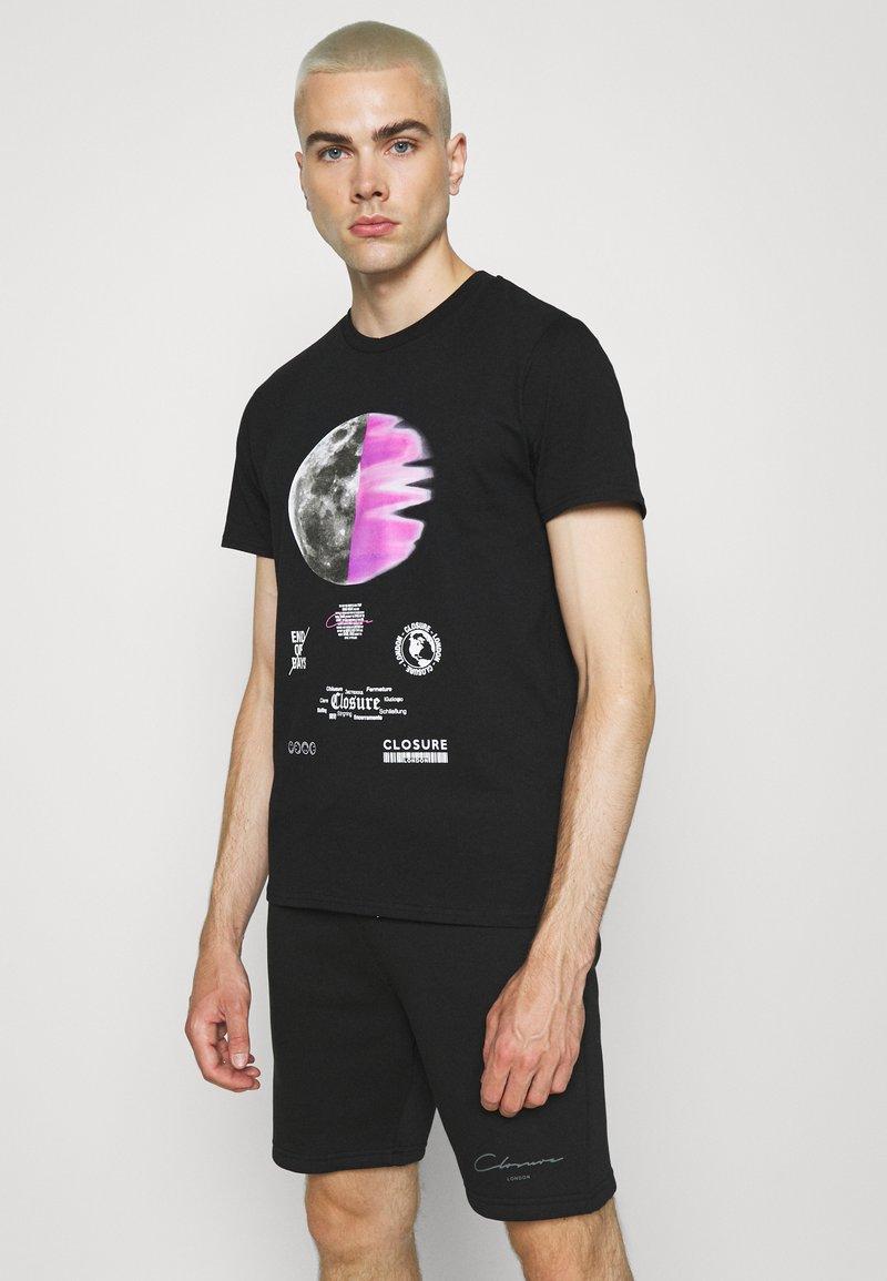 CLOSURE London - ECLIPSE TEE - T-shirt med print - black