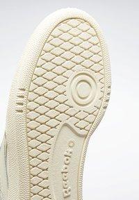 Reebok Classic - CLUB C 85 SHOES - Trainers - white - 8