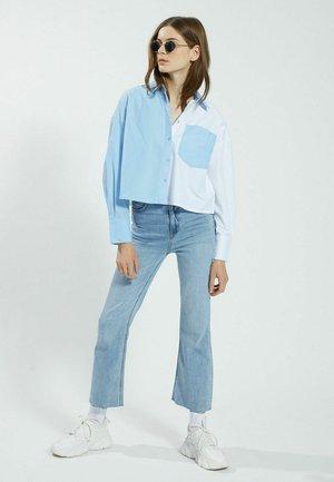 CROPPED - Button-down blouse - blue