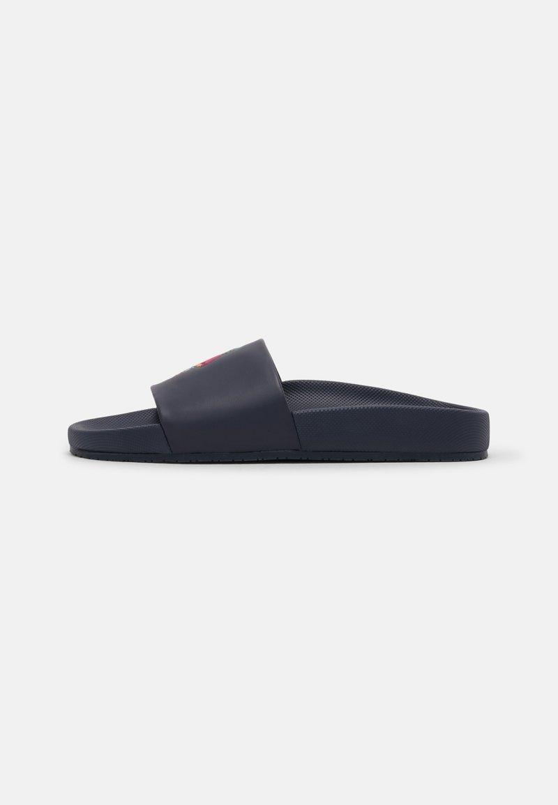 Polo Ralph Lauren - CAYSON BEAR UNISEX - Pantofle - newport navy