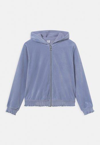 VIVIAN - Zip-up sweatshirt - light dusty blue