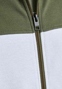 Jack & Jones - Zip-up sweatshirt - deep lichen green - 5