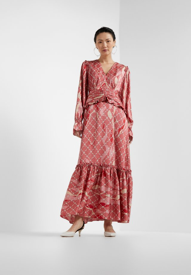 FANTASIST DRESS - Robe de cocktail - faded rose /tomato red