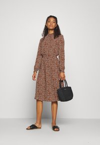 ONLY - ONLNOVA LUX SMOCK BELOW KNEE DRESS - Kjole - tortoise shell - 1