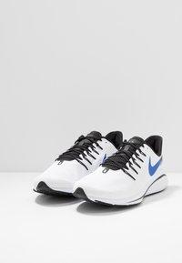 Nike Performance - AIR ZOOM VOMERO 14 - Juoksukenkä/neutraalit - white/racer blue/platinum tint/black - 2
