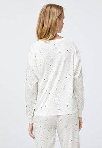 OYSHO - STAR  - Nattøj trøjer - white - 1
