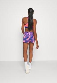 adidas Performance - PACER - Pantalón corto de deporte - signal pink/white - 2