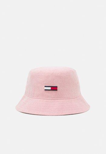 FLAG WASHED BUCKET HAT - Hat - pink