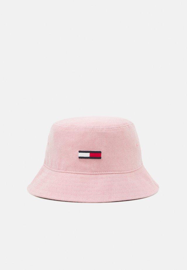 FLAG WASHED BUCKET HAT - Hoed - pink